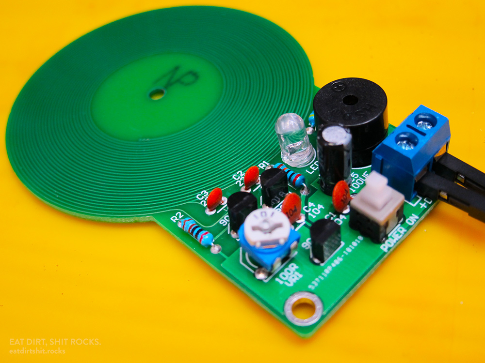 This toy metal detector works reliably, beeping and lighting its LED when metal objects are brought within a few centimeters of the coil in the PCB.