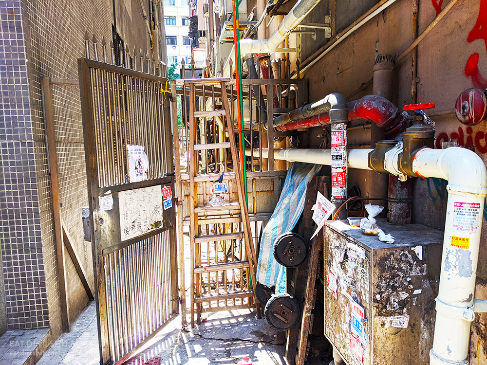 An alley entrance, from a few paces away
